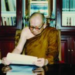 เจ้าพระคุณสมเด็จฯ ทรงเป็นนักอ่าน ทรงอ่านหนังสือหลากหลายประเภททั้งคดีโลกและคดีธรรม ทั้งที่เป็นภาษาไทยและภาษาต่างประเทศ เช่น พระไตรปิฎกแปลเป็นภาษาอังกฤษ, พนังสือพุทธประวัติของนารทะเถระ, หนังสือเกี่ยวกับกรรมฐานของโสมะเถระ, หนังสือเกี่ยวกับปรัชญาและจิตวิทยาทางพุทธศาสนา Jagdish Kashyap, หนังสือเกี่ยวกับพุทธศาสนามหายานและวัชรญาณ, หนังสือพิมพ์บางกอกโพสต์, Inside Asia, Reader's Digest, หนังสือพระนิพนธ์ของสมเด็จกรมพระยาดำรงราชานุภาพ, ผลงานของหลวงวิจิตรวาทการ ฯลฯ