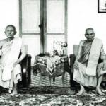 พระครูอดุลยสมณกิจ (ดี พุทฺธโชติ) เจ้าอาวาสวัดเทวสังฆาราม (นั่งขวา) พระอุปัชฌาย์เมื่อครั้งทรงบรรพชาเป็นสามเณรและทรงอุปสมบท และพระครูนิวิฐสมาจาร (เหรียญ สุวณฺณโชติ) เจ้าอาวาสวัดศรีอุปลาราม (นั่งซ้าย) พระอาจารย์ผู้ให้สรณะและศีลเมื่อครั้งทรงบรรพชาเป็นสามเณร และเป็นพระกรรมวาจาจารย์เมื่อทรงอุปสมบทเป็นพระภิกษุที่สัดเทวสังฆาราม