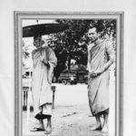 ฉายพระรูปกับหลวงพ่อดี ณ วัดเทวสังฆาราม