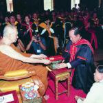 ทรงใฝ่รู้ใฝ่ศึกษาอยู่เสมอ จึงทรงมีความรู้รอบด้าน และมหาวิทยาลัยหลายแห่งถวายปริญญาดุษฎีบัณฑิตกิตติมศักดิ์แด่พระองค์