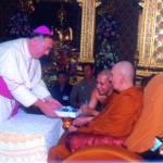 อาร์คบิชอปซัลวาตอเร เบนนิคคีโอ อัครศาสนทูตแห่งวาติกันประจำประเทศไทยพร้อมคณะ เชิญสมณสาสน์ของสมเด็จพระสันตะปาปามาถวายเจ้าพระคุณสมเด็จฯ วันที่ ๒๒ พฤษภาคม ๒๕๔๙