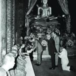 เมื่อครั้งดำรงสมณศักดิ์ที่พระสาสนโสภณ รับเสด็จเจ้าชายฟิลิป ดยุคแห่งเอดินบะระ ประเทศอังกฤษ ที่พระอุโบสถ วัดบวรนิเวศวิหาร พ.ศ. ๒๕๑๐