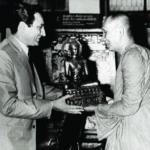 ฯพณฯ เอกอัครราชทูตอินเดียประจำประเทศไทย ถวายพระพุทธรูปแด่เจ้าพระคุณสมเด็จฯ ขณะดำรงสมณศักดิ์ที่พระสาสนโสภณ ณ วัดบวรนิเวศวิหาร พ.ศ. ๒๕๑๔