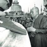 ทรงบูชาพระบรมธาตุเจดีย์ ณ วัดเขาขุนพนม อำเภอพนมคีรี จังหวัดนครศรีธรรมราช