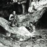 เมื่อครั้งเสด็จไปนมัสการสังเวชนียสถาน ณ ประเทศอินเดีย ทรงสวดมนต์เพื่อรำลึกถึงสมเด็จพระสัมมาสัมพุทธเจ้าที่หน้าถ้ำสุกรขาตา เขาคิชฌกูฏ อันเป็นสถานที่ที่พระพุทธองค์ทรงแสดงธรรมหลังจากตรัสรู้แล้ว ๙ เดือน ซึ่งตรงกับวันขึ้น ๑๕ ค่ำ เดือน ๓ (วันมาฆบูชา) นอกจากนี้สถานที่แห่งนี้ยังเป็นที่พักของพระสารีบุตรด้วย