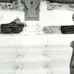 ทรงตรวจงานบูรณะพระอุโบสถวัดบวรนิเวศวิหาร เมื่อปี พ.ศ. ๒๕๐๘
